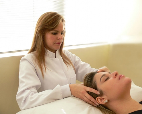 Dra. Alessandra Vascelai - Fisioterapia Luz intensa pulsada - Shiatsu